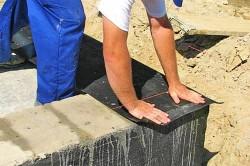 Gidroizoljacija-fundamenta-ruberoidom