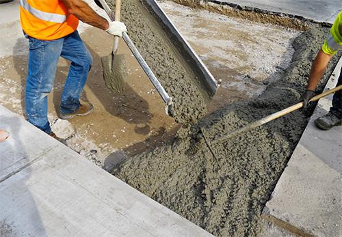 Крайне важно проводить проверку прочности бетона, при которой он не испортится и не потеряет своих свойств.