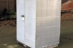 Упакованные пленкой блоки на поддоне