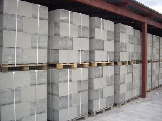 Газобетонные блоки набирают все большую популярность как удобный и экономичный строительный материал.