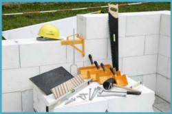 Инструмент для кладки стены из газобетонных блоков