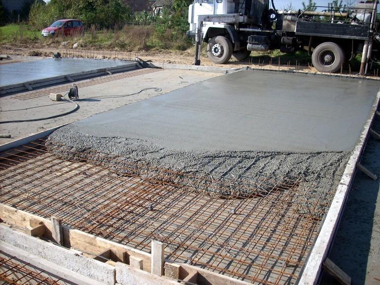 Применение бетона на дачном участке.