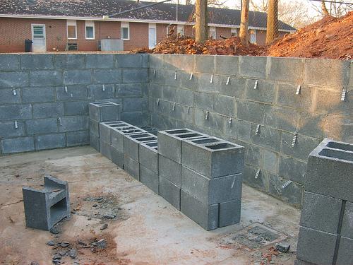 Керамзитобетонные блоки относятся к основым стеновым материалам.
