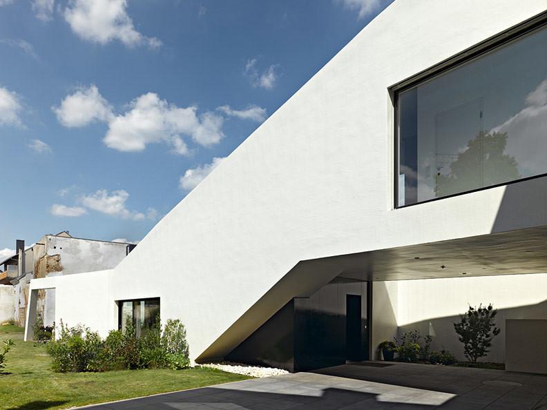 Monolitna zasebna hiša