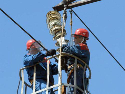 Монтаж траверс и электрических линий