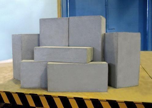 Пенобетон используется  в основном для строительства и утепления. Он хорошо держит тепло.