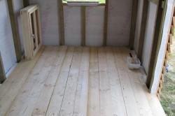 Деревянный пол в сарае