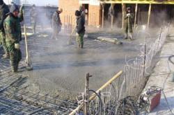 В промышленном строительстве бетонную конструкцию во время ее созревания постоянно подогревают. Частникам же рекомендуется не заливать бетон в холода.