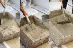 Смешивание цемента с песком вручную