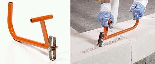 Также существует ручной штроборез. Он применяется для создания борозд на непрочных поверхностях.