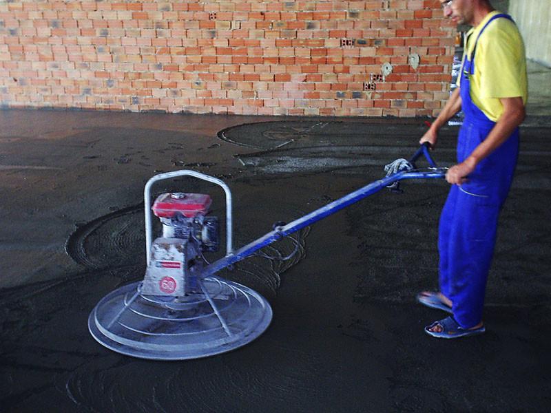 Топпинг - это смесь, которая наносится на бетонный пол при его зпливке.