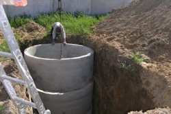 Яма из бетонных колец