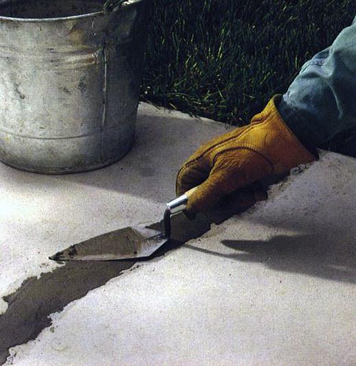 Чем заделать трещины в бетоне.