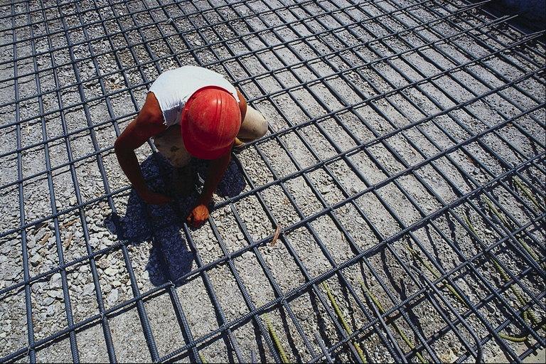 Монолитная плита из напряженног бетона