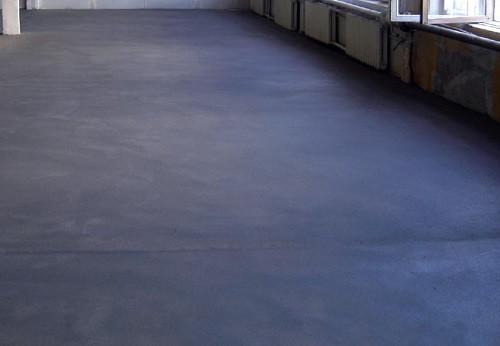 Законченная стяжка бетонного пола