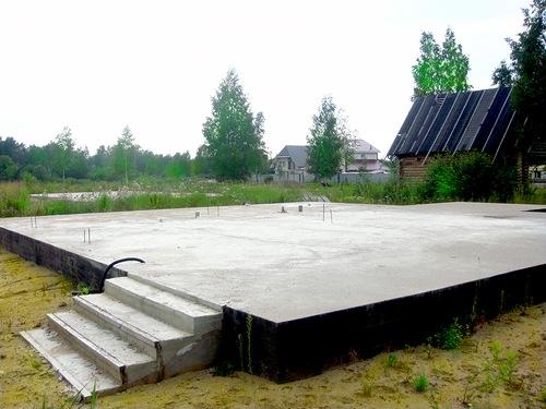 Фундамент с монолитной плитой