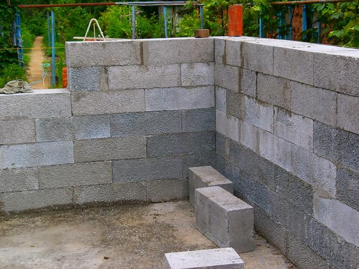 Строительсво стен из полистиролбетонных блоков