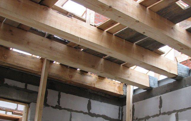 Деревянное потолочное