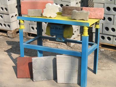 Для изготовления тротуарной плитки зачастую используют вибростол.