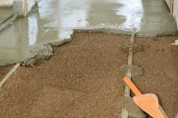 Фиксирование маячков цементным раствором