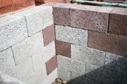 Стена из керамзитобетонных блоков