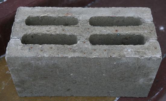 Основой опилкобетонных блоков являются отходы древесного производства.