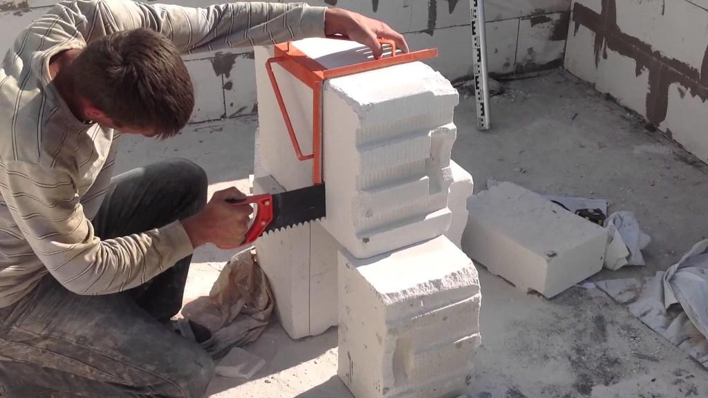 Процесс резки бетона