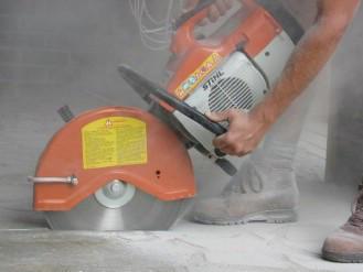 При сухой резке бетона в качестве теплоносителя используется воздух.