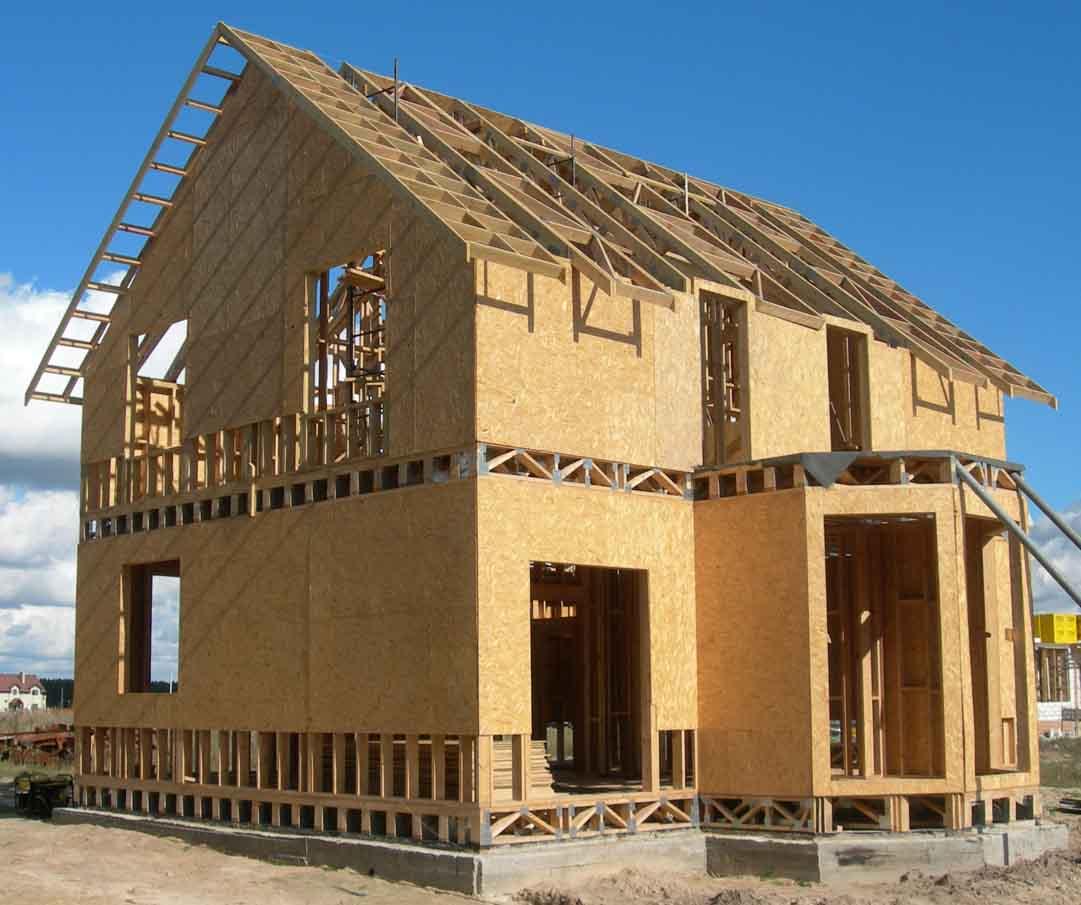 Минусом каркасного дома является то, что он недостаточно прочен. Его можно легко разрушить с помощью бензопилы.