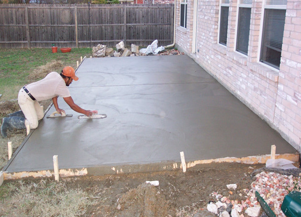 Concrete screed on the street