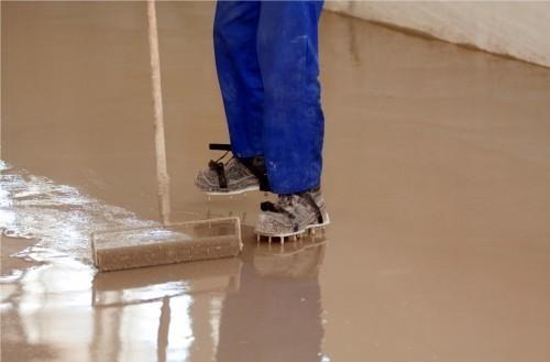 Выравнивающая стяжка бетонного пола